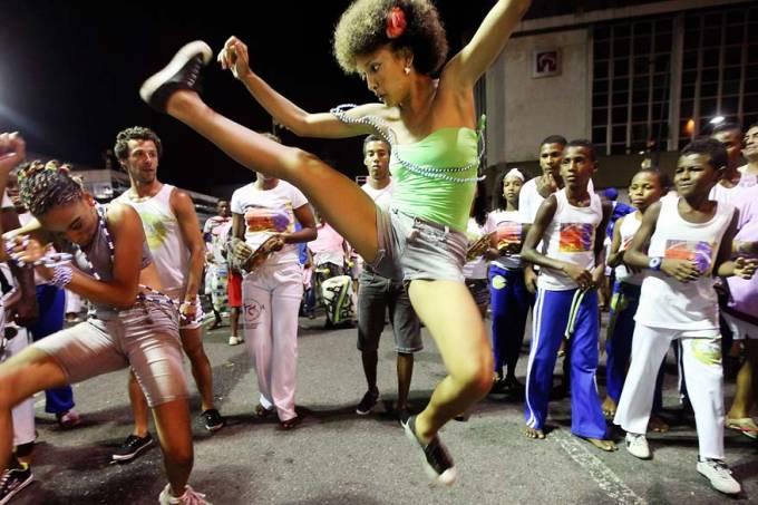 O futebol é o nosso esporte? Que nada, é a Capoeira! Capoeira Portal Capoeira